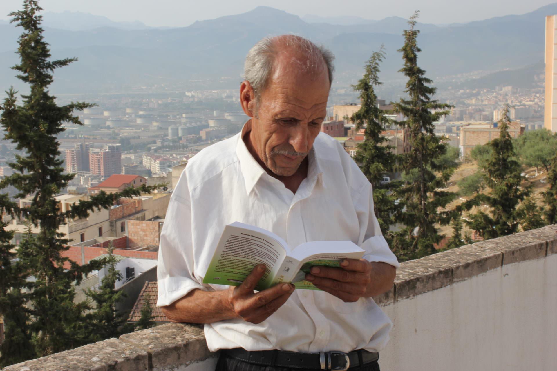 ALBE-man reading the Berber Scriptures 2013