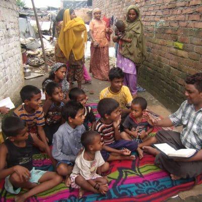 INDB Nankishore sharing good news with slum children 2013 e14170307191041