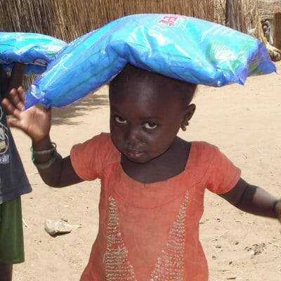 SEIS Malaria Net distribution in Diandoum 4 2012 9