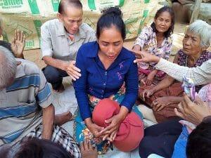 Pom Kim Prayed for a Woman