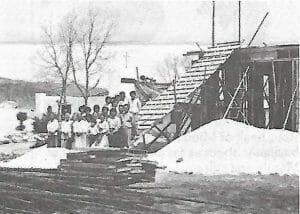 1896.4